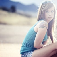 Girl-in-shorts-with-tat
