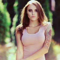 Girl-with-a-right-arm-tat