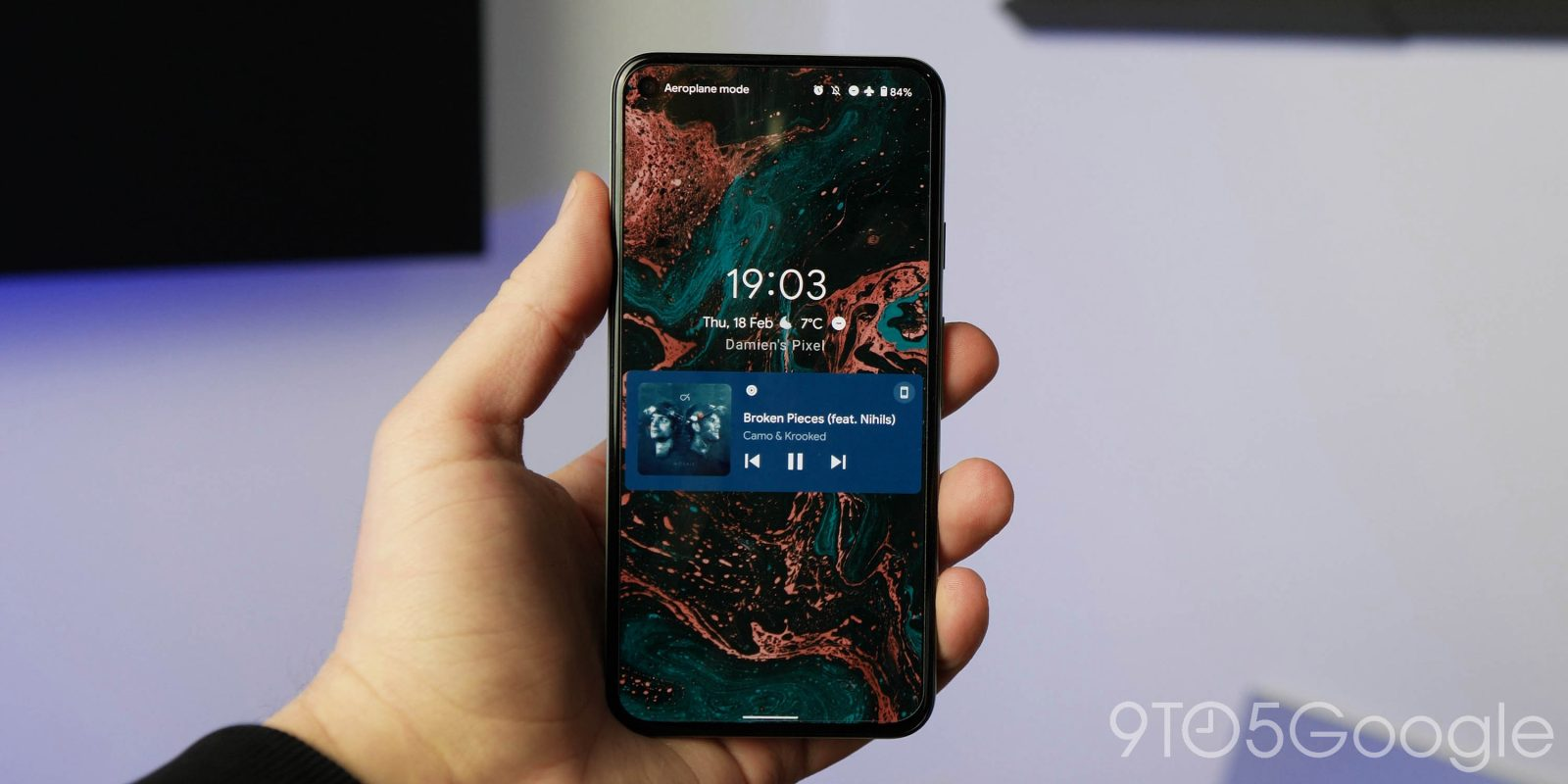 Android 12 DP1: Lockscreen and notification shade media player gets minor UI redesign